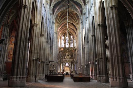 Votivkirche_Saeulen_der_erde