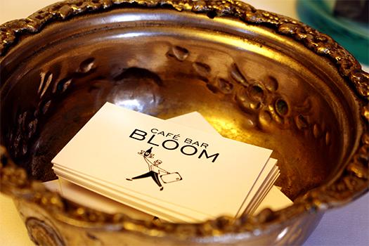Visitenkarten des Bloom in einer Schale